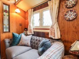 Dolly the Circus Wagon - Mid Wales - 1073267 - thumbnail photo 5