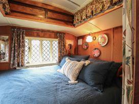Dolly the Circus Wagon - Mid Wales - 1073267 - thumbnail photo 12