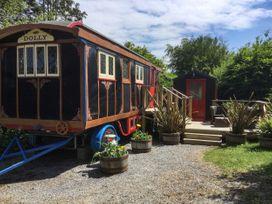Dolly the Circus Wagon - Mid Wales - 1073267 - thumbnail photo 22
