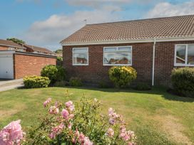Rose Bungalow - North Yorkshire (incl. Whitby) - 1073740 - thumbnail photo 2