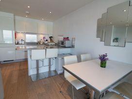 Apartment 3 Fistral Beach - Cornwall - 1073836 - thumbnail photo 9