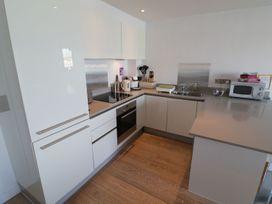 Apartment 3 Fistral Beach - Cornwall - 1073836 - thumbnail photo 12