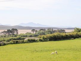 Tywod Pell - Anglesey - 1074077 - thumbnail photo 26