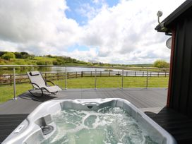 Llyn Cae Ty Nant Fishery Holiday Let - Mid Wales - 1074364 - thumbnail photo 15