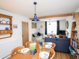 Llawen Cottage - Anglesey - 1074378 - thumbnail photo 9