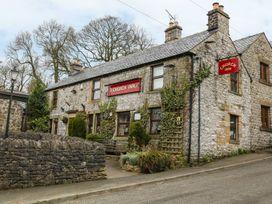 The Church Inn Cottage - Peak District - 1074813 - thumbnail photo 1