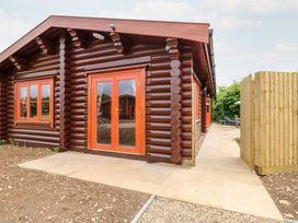 Pine Lodge - Lincolnshire - 1075258 - thumbnail photo 1