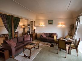 Custom House Apartment - South Wales - 1075408 - thumbnail photo 4