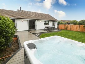 Bwthyn Eirlys (Snowdrop Cottage) - Anglesey - 1076049 - thumbnail photo 2