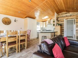 Crystal Lodge - North Yorkshire (incl. Whitby) - 1077343 - thumbnail photo 6