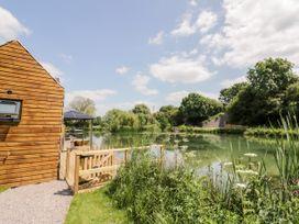 Oak Lodge At Bridge Lake Farm & Fishery - Cotswolds - 1078118 - thumbnail photo 2