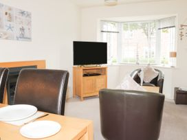 2 Perran Court - North Yorkshire (incl. Whitby) - 1078259 - thumbnail photo 3
