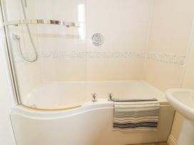 2 Perran Court - North Yorkshire (incl. Whitby) - 1078259 - thumbnail photo 20
