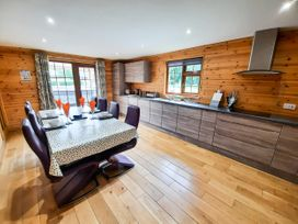 Cedar Wood Lodge Executive - North Wales - 1078700 - thumbnail photo 6