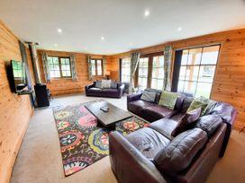 Cedar Wood Lodge Executive - North Wales - 1078700 - thumbnail photo 3