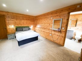 Cedar Wood Lodge Executive - North Wales - 1078700 - thumbnail photo 10