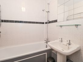 The Harbourside Apartment - Dorset - 1078822 - thumbnail photo 17