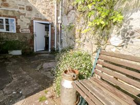 The Hideaway - Isle of Wight & Hampshire - 1079385 - thumbnail photo 3