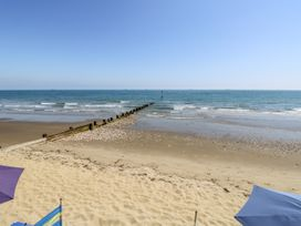 The Hideaway - Isle of Wight & Hampshire - 1079385 - thumbnail photo 35