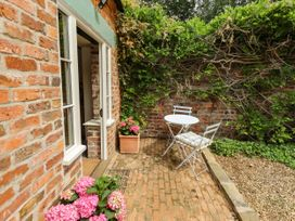 The Old Mower Shed - Lincolnshire - 1079408 - thumbnail photo 2