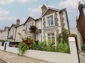 1 bedroom Cottage for rent in Binstead