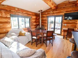 Cedar Cabin - Cotswolds - 1080941 - thumbnail photo 3