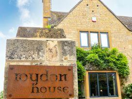 Roydon House - Cotswolds - 1081000 - thumbnail photo 3
