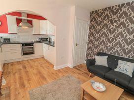 Flat 2, Mindello House - North Yorkshire (incl. Whitby) - 1083631 - thumbnail photo 3