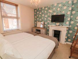 Flat 2, Mindello House - North Yorkshire (incl. Whitby) - 1083631 - thumbnail photo 6