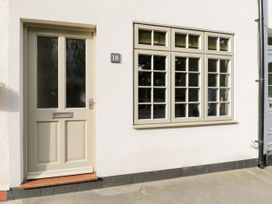 18 High Street - North Yorkshire (incl. Whitby) - 1083938 - thumbnail photo 2