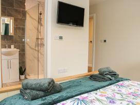 Holly Lodge - Mid Wales - 1084325 - thumbnail photo 23