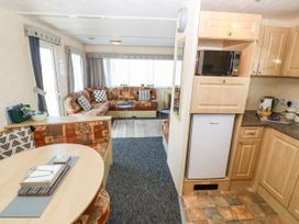 Trewan Chalet - Anglesey - 1084565 - thumbnail photo 5