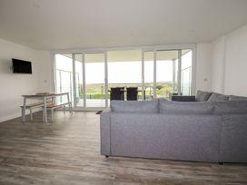 Beachview Apartment 2 - Cornwall - 1084756 - thumbnail photo 5