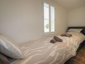 Beachview Apartment 3 - Cornwall - 1084760 - thumbnail photo 12