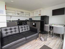 Beachview Apartment 4 - Cornwall - 1084763 - thumbnail photo 5