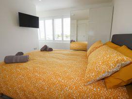 Beachview Apartment 6 - Cornwall - 1084765 - thumbnail photo 9