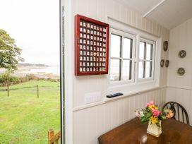 Seashore Shepherds Hut @ Moat Farm - Lake District - 1085409 - thumbnail photo 9