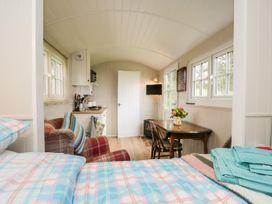Seashore Shepherds Hut @ Moat Farm - Lake District - 1085409 - thumbnail photo 13