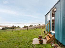 Seashore Shepherds Hut @ Moat Farm - Lake District - 1085409 - thumbnail photo 20