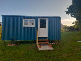 Seashore Shepherds Hut @ Moat Farm - Lake District - 1085409 - thumbnail photo 24