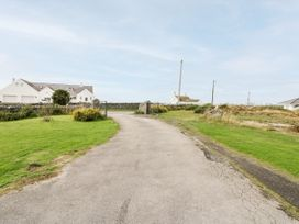 Moorside - Anglesey - 1085587 - thumbnail photo 23