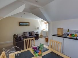 Bayview Apartment - Dorset - 1085793 - thumbnail photo 2