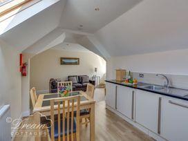 Bayview Apartment - Dorset - 1085793 - thumbnail photo 5