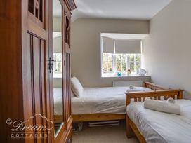 Bayview Apartment - Dorset - 1085793 - thumbnail photo 8