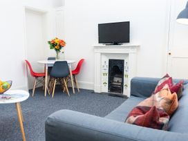 Top Floor Apartment - Cotswolds - 1087394 - thumbnail photo 1
