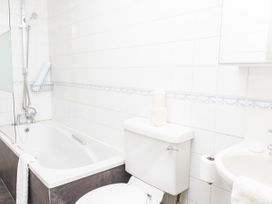 First Floor Apartment - Cotswolds - 1087472 - thumbnail photo 16