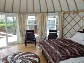 Lakeview Yurt - Cotswolds - 11980 - thumbnail photo 4