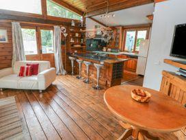 Timbertwig Lodge - South Wales - 17619 - thumbnail photo 5