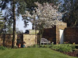 Knayton House Cottage - Whitby & North Yorkshire - 1975 - thumbnail photo 11