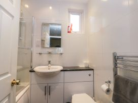 Spa Side Apartment - Whitby & North Yorkshire - 29239 - thumbnail photo 13